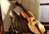 De la fluiere și cobze la viori și chitare electrice. Ce instrumente muzicale se produc în Moldova