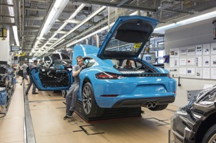 2017 porsche 718 cayman goes into production 3