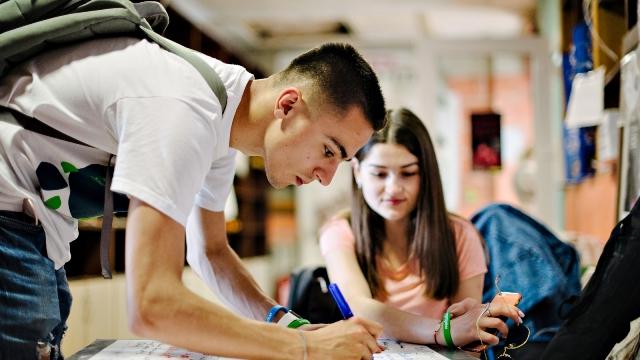 Я хотел бы учиться за границей! Как ЕС может помочь мне?