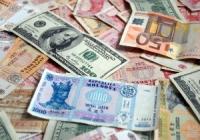 Nesiguranţa sporeşte cererea de euro şi dolari din partea businessului