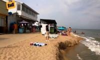 Вниманию собравшихся в Одессу: В Затоке Черное море смыло любимый пляж молдаван